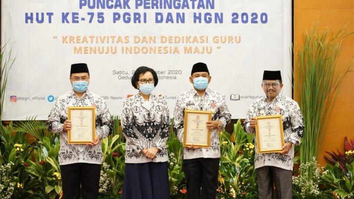 Dianggap Berkomitmen Majukan Pendidikan, Bupati Bekasi Raih Penghargaan Dwija Praja Nugraha