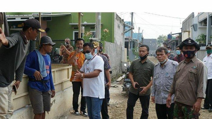 Bupati Bekasi Tinjau Pembangunan Jalan Lingkungan Pemukiman Warga di Tambun