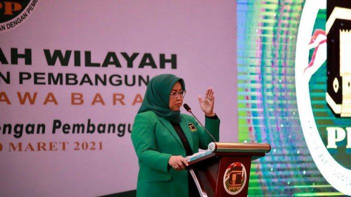 Jelang Ramadan, Bupati Bogor Ade Yasin Bagikan Sembako Bagi Warga Tak Mampu di Zona Rawan Pangan