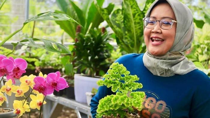 Bupati Bogor Ade Yasin mengunjungi petani tanaman hias diDesa Sukamantri, Kecamatan Tamansari, pada Kamis (22/10/2020).