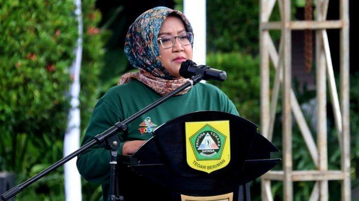 Setahun Covid-19, Bupati Bogor Ade Yasin: Warga Kabupaten Bogor di Kampung Kendur Memakai Masker