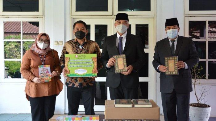 Dapat Bantuan Al Quran dan Juz Ama, Bupati Tangerang : Semoga Bermanfaat Bagi Masyarakat