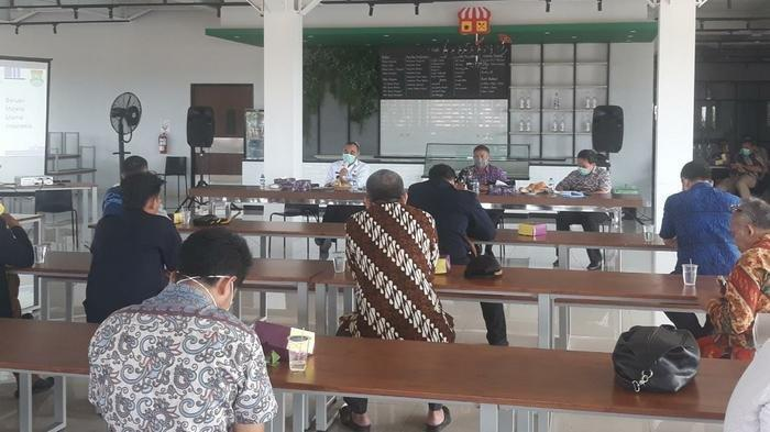 KUNJUNGI Penampungan Pasien Covid-19 Bupati Tangerang Minta Warga Tak Khawatir