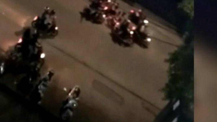 Serangan geng motor terekam CCTV, pelaku masih diburu.