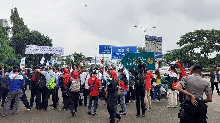 Ratusan Buruh Unjuk Rasa di Kantor JORR Jakarta Mengajukan Protes ke Presiden karena Dipecat Sepihak