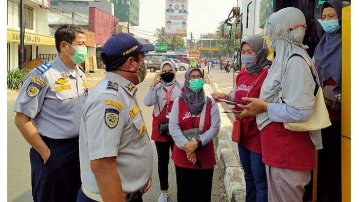 Kerahkan 25 Bus Sekolah, Dinas Perhubungan DKI Jakarta Layani Lansia Menuju Lokasi Vaksinasi