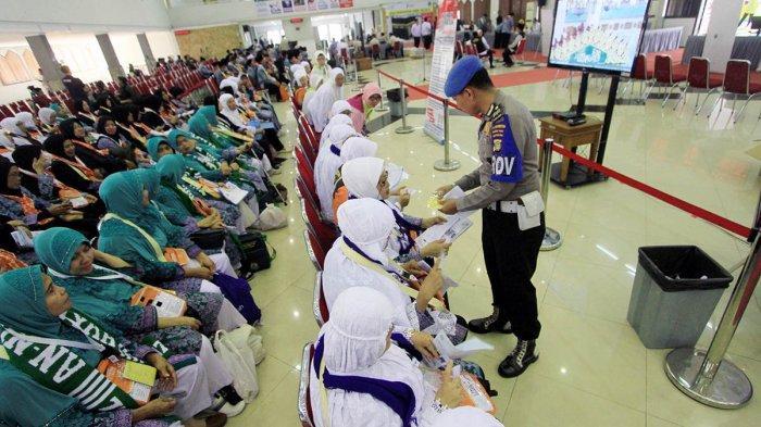 VIDEO: 10 Kloter Haji Jawa Barat Sudah Berangkat dari Embarkasi Bekasi