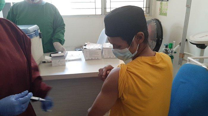 Calon Jemaah Haji Tetap Lakukan Vaksinasi di Puskesmas Bojonggede, Meski Belum Ada Kepastian