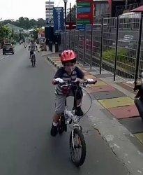 VIDEO: Bersepeda 70 Km Bareng Anak Usia 7 Tahun, Ini Cara Ajari Anak Bersepeda Jarak Jauh