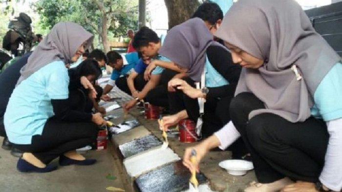 Trotoar di Tangerang Dipercantik Hitam Putih