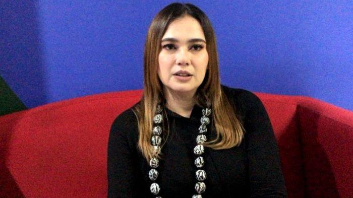 Catherine Wilson ditemui setelah syuting di Mampang Prapatan, Jakarta Selatan, Kamis (18/2/2021). Catherine Wilson dibebaskan dari Rutan Cilodong, Depok, Jawa Barat, Sabtu (13/2/2021), setelah menjalani penahanan selama 7 bulan terkait kasus narkoba.