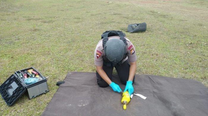 Botol Mirip Bom Rakitan Berisi Kabel, Jam Weker, Baterai, dan Berbunyi Detik Bikin Panik Warga
