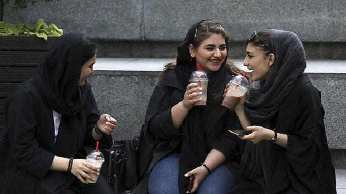 Kaum Hawa Jadi Korban Dampak Kebijakan Jilbab Terkait Keyakinan dan Toleransi Agama yang Berbeda