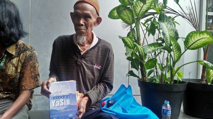 Ditanya Kartu Lansia Jakarta, Engkong : Rezeki dari Allah