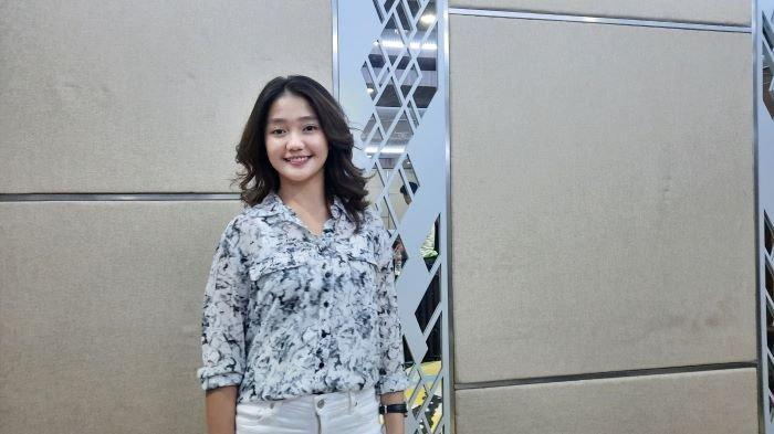 Chandrika Chika saat ditemui di kawasan Blok M, Kebayoran Baru, Jakarta Selatan, Rabu (23/12/2020). Chandrika Chika mendadak viral karena joget Tik Tok.