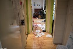 Beginilah Foto Kondisi Kantor Hebdo Paska Penyerbuan