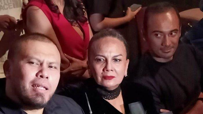 Christine Hakim bersama sutradara Joko Anwar dan bintang film Ario Bayu di press screening film Perempuan Tanah Jahanam di Bioskop XXI Epicentrum Walk, Jalan HR Rasuna Said, Kuningan, Jakarta Selatan, Kamis (10/10/2019).