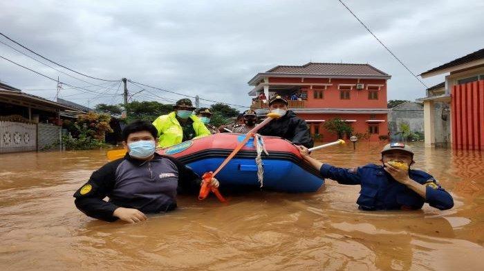 Banjir Kepung Cileungsi Kabupaten Bogor, Tim Gabungan Evakuasi Warga yang Bertahan di Rumah