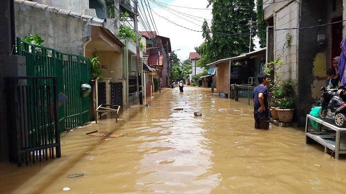 Klaim Banjir di Jakarta Menyurut, Masih Ada 35 RW di Jakarta Terendam Banjir, 2.393 Orang Mengungsi