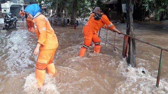 Cipinang Melayu Kebanjiran Lagi, Padahal Kemarin Warga Baru Bersihkan Rumah dari Lumpur