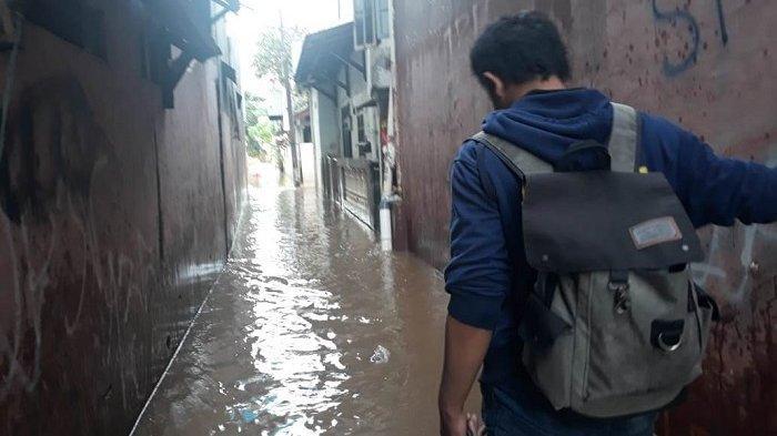 Baru Pulang Kemarin, Warga Cipinang Melayu Mengungsi Lagi ke Universitas Borobudur karena Banjir