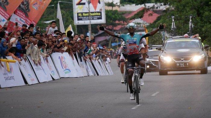 Clint Hendriks Bawa Bike Aid ke Puncak Klasemen