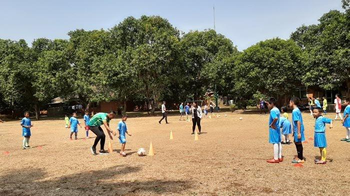 Meriahnya Coaching Clinic Persita Tangerang di SOS Children's Village