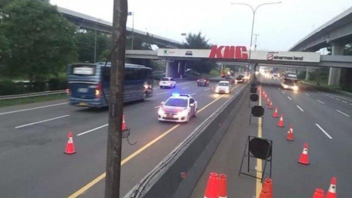 PT Jasa Marga (Persero) Tbk memberlakukan rekayasa lalu lintas contraflow dari KM 53 hingga KM 47 arah Jakarta sejak pukul 17.55 WIB.
