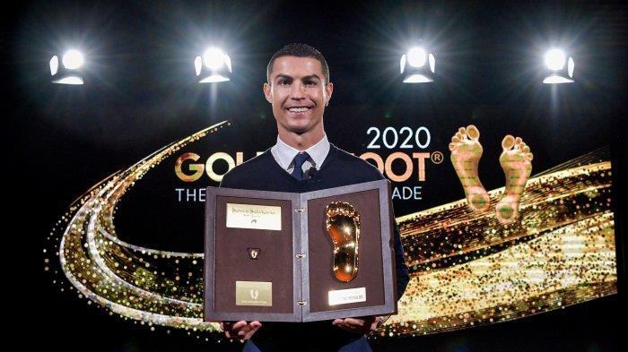 Penyerang Juventus Cristiano Ronaldo Bangga Telapak Kakinya Disandingkan dengan Legenda