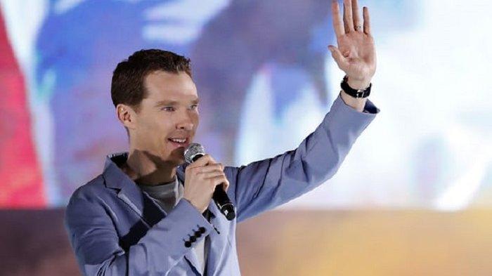 Sherlock Holmes 'Benedict Cumberbatch' Selamatkan Pesepeda dari 4 Penyerang di London