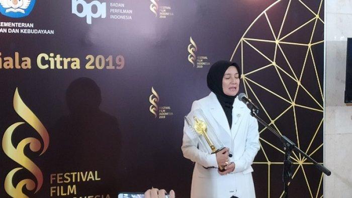 Cut Mini Raih Piala Citra Aktris Pendukung Wanita Terbaik dalam Festival Film Indonesia