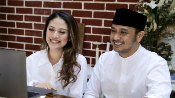 Pasangan selebritas Giring Ganesha dan Cynthia Riza dalam jumpa pers virtual, Rabu (26/8/2020).