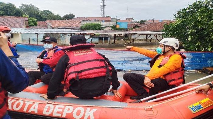 Terdapat Ratusan Korban Banjir di Depok, Seorang Terindikasi Covid-19, Dievakuasi Damkar Depok