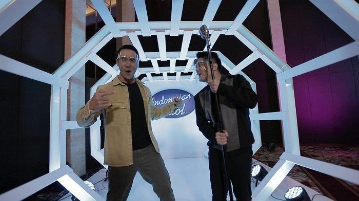 Daniel Mananta saat mengunjungi ruang audisi Indinesian Idol Spesial Season, Senin (23/11/2020). Daniel Mananta ditemani Boy William, host baru Indonesian Idol.