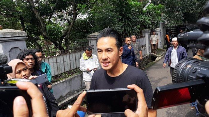 Daniel Mananta Gelar Lelang untuk Donasi ke Tenaga Medis yang Membutuhkan Alat Pelindung Diri