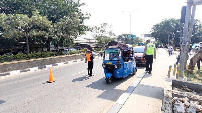 Jalur Pantura yang Biasa Dilintasi Sepeda Motor Lengang di Siang Hari Akibat Larangan Mudik