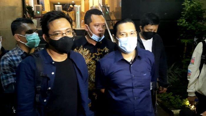 Musisi David NOAH setelah menjalani pemeriksaan terkait laporan dugaan penggelapan uang Rp 1,1 miliar di Polda Metro Jaya, Selasa (24/8/2021).