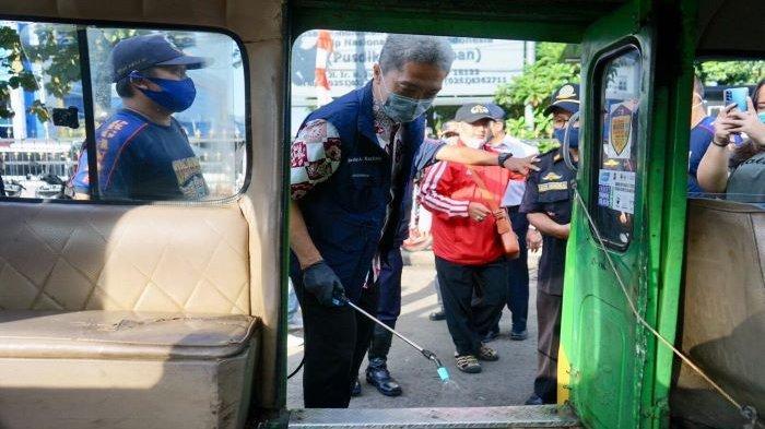 Dedie A Rachim dan Organda Kota Bogor Semprot Angkot dengan Disinfektan, Prokes Tetap Dipatuhi