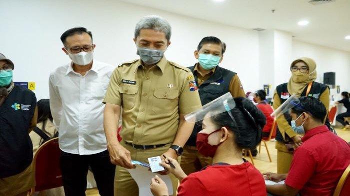 Wakil Wali Kota Bogor, Dedie A Rachim, tinjau pelaksanaan vaksinasi Covid-19 1.500 karyawan Lippo Ekalokasari Plaza Bogor.