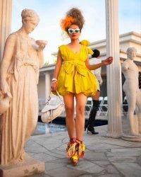 Dela Dewi Menjadi Bintang Tamu OC Fashion Week California, Amerika Serikat