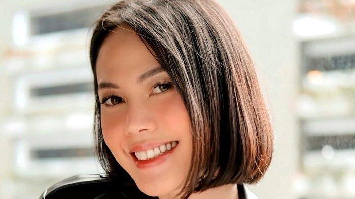Della Dartyan memainkan peran Sukma di film Tarian Lengger Maut. Film Tarian Lengger Maut diputar di seluruh bioskop Indonesia pada 13 Mei 2021.