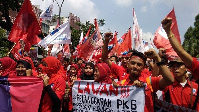 Ribuan Pekerja Hero Turun ke Jalan Protes PHK