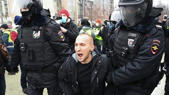 Polisi Rusia Telah Menahan 2.200 Orang yang Demo Menentang Presiden Vladimir Putin
