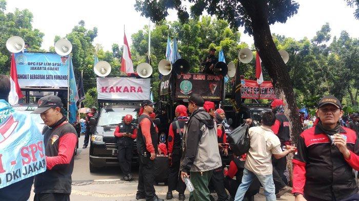 Buruh Minta Anies Baswedan Naikkan UMP DKI Lebih Tinggi dari Karawang dan Bekasi