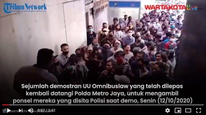 VIDEO Polda Metro Jaya Didatangi Demonstran yang Kamis Lalu Ditangkap, Ambil HP yang Disita Polisi