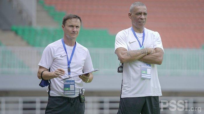 Mantan Pemain Timnas Inggris Dennis Wise Dan Des Walker Seleksi 130  Pemain Untuk Tim Garuda Select