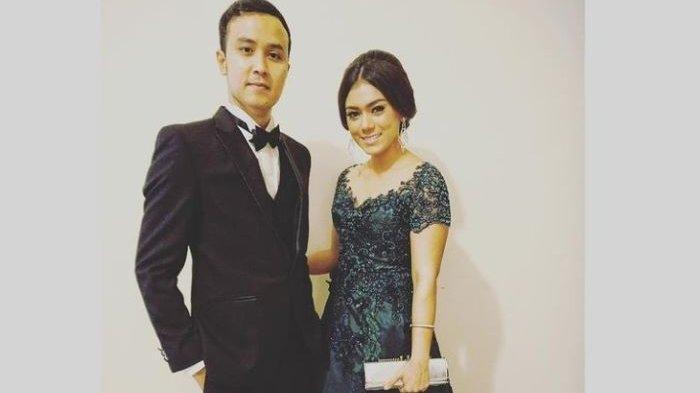 Dennis Lyla dan Thalita Latief saat masih akur. Thalita Latief menggugat cerai Dennis Lyla setelah 10 tahun menikah dan memiliki seorang anak ke Pengadilan Agama Jakarta Pusat pada 22 Maret 2021. Sidang perdana gugatan cerai mereka digelar 1 April 2021.