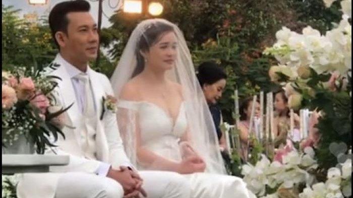 Denny Sumargo dan Olivia Menikah, Gelar Pemberkatan di Tempat Terbuka Berlatar-Belakang Pegunungan