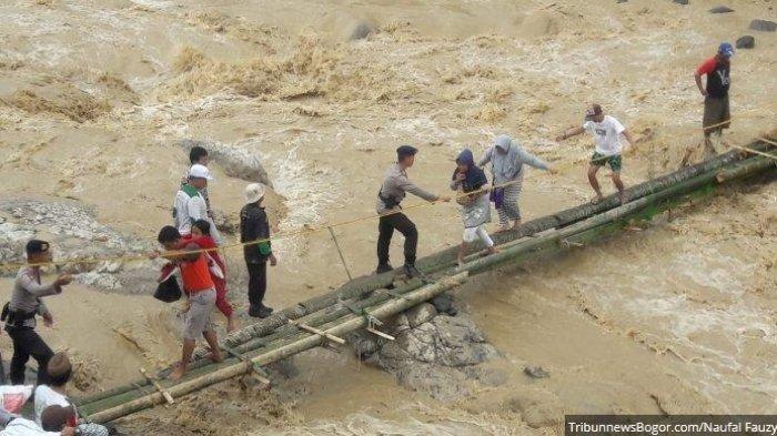Harta Benda di Rumah Para Korban Banjir dan Longsor di Kecamatan Sukajaya Kabupaten Bogor Dijarah