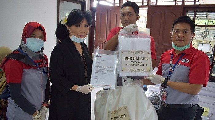 Desainer Anne Avantie Bikin APD untuk Tenaga Medis Covid-19, JNE Gratis Distribusikan ke Rumah Sakit